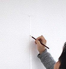 鉛筆で垂直線を引く