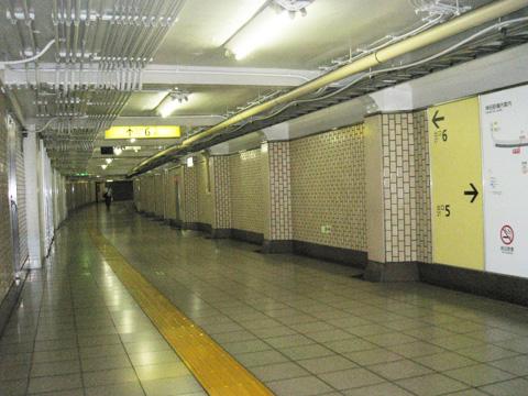 6番出口までの地下道